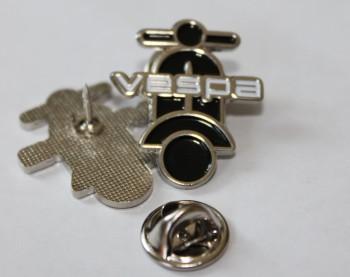 VESPA SCOOTER UPRIGHT SHAPE BLACK PIN