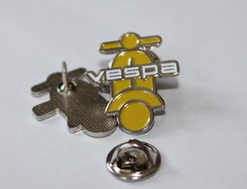 VESPA SCOOTER UPRIGHT SHAPE YELLOW PIN