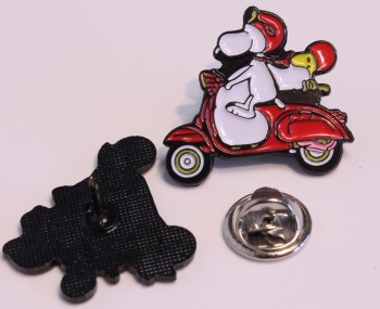 VESPA SNOOPY PIN