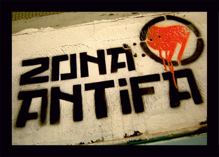 ZONA ANTIFA STICKER (10 units)