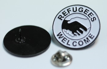 REFUGEES WELCOME HANDS PIN